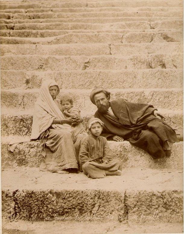 Bonfils,_Félix_(1831-1885)_-_766_Gardien_du_tombeau_des_rois_et_sa_famille